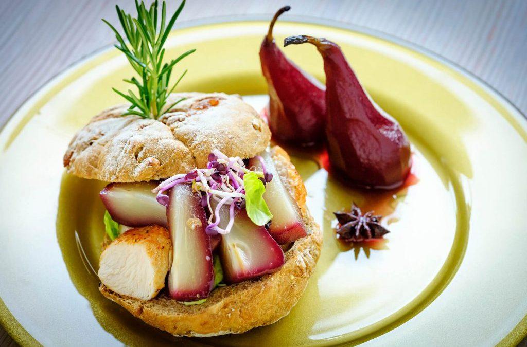 Meergranenbol met kalkoen en peer
