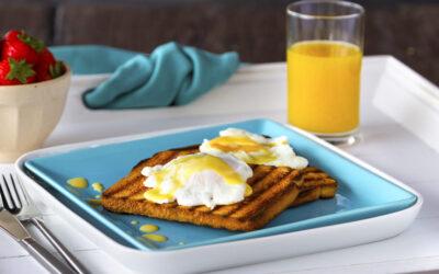 Eggs Benedict op toast van witbrood